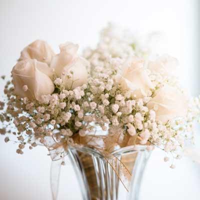 bouquet de rosas blancas y paniculata