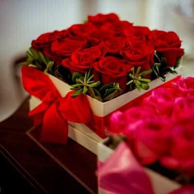 Centro original de rosas rojas