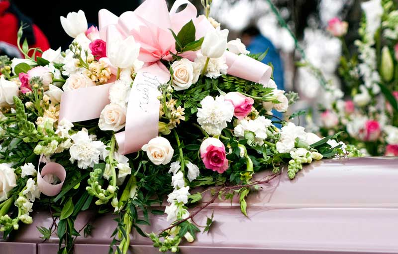 Envío de coronas fúnebres a tanatorio