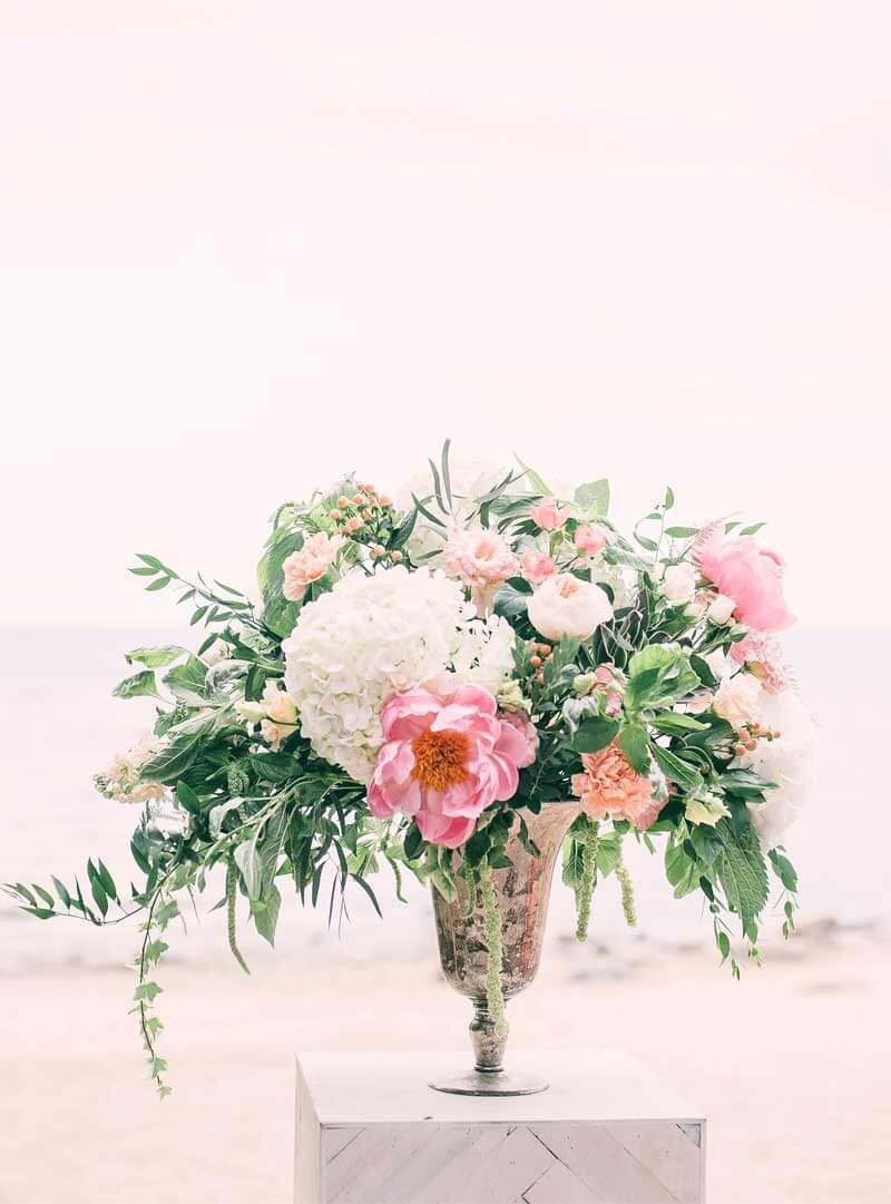 Centro de flores natural para boda