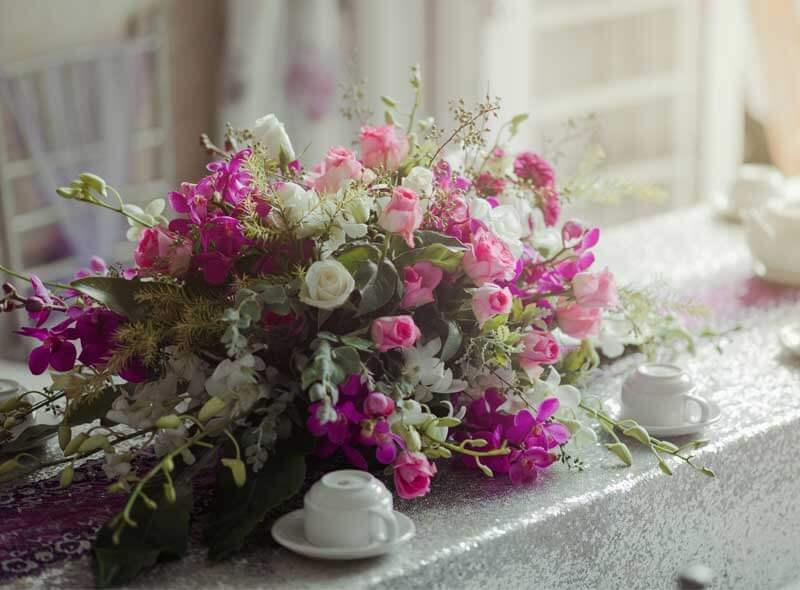 Arreglo floral de rosas para fiesta