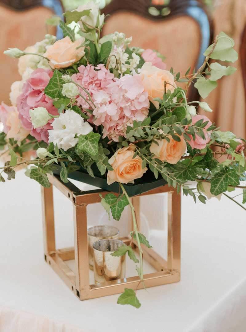 Centro de mesa con flores para boda